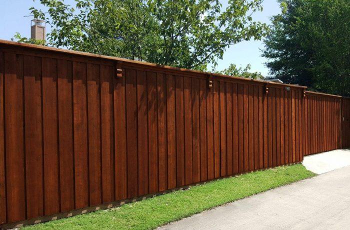 cedar-wood-privacy-fence-corbels-cap-trim-8-ft-e1469644054769